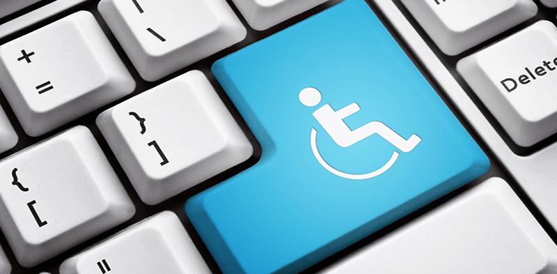 um teclado de computador com um teclado com o ícone de um cadeirante